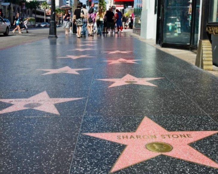 Голливудская аллея звезд в США