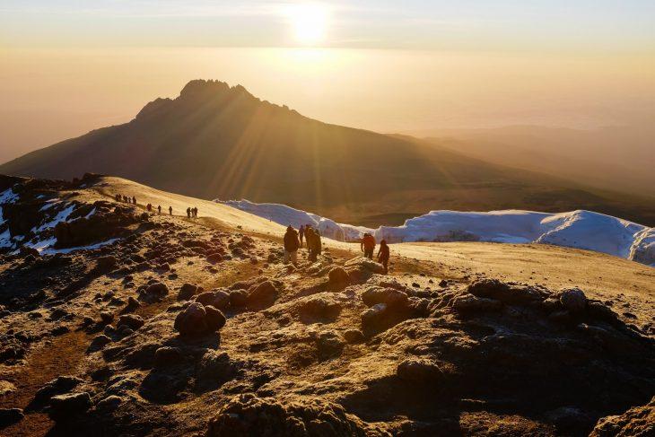 Идея для путешествий - встретить рассвет на Килиманжаро