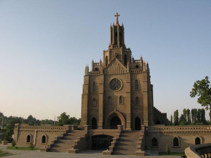 Католический костел в Ташкенте