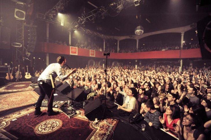 Концерт рок-группы в Париже