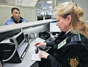 Какие долги не позволят выехать за границу из России