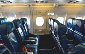 Места за аварийным выходом в самолете