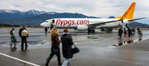 Пассажиры самостоятельно идут до самолета